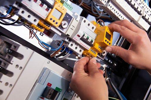 Corso: Addetto Manutenzione Installazione, Controllo Impianti elettrici